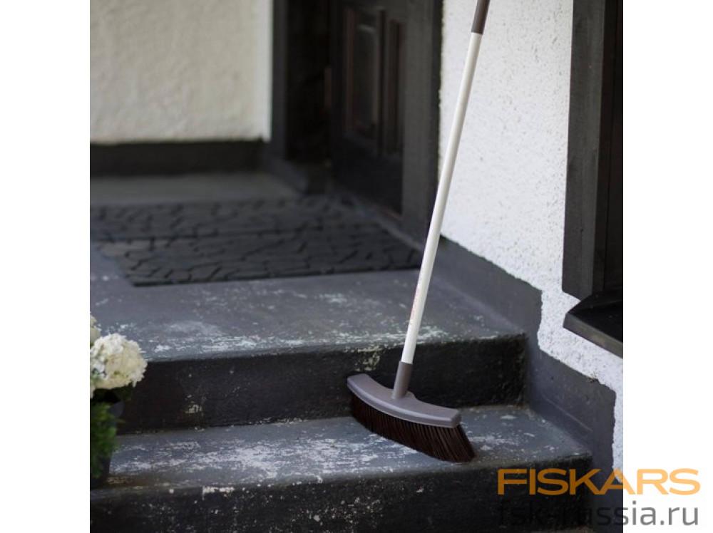 Облегченная метла Fiskars
